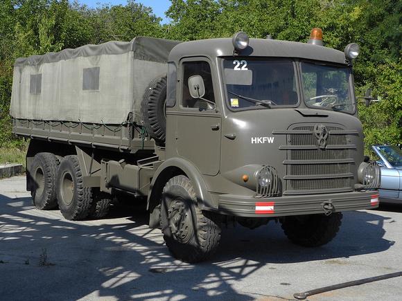 """""""Austrian Armed Forces"""", """"Austrian Army"""", Bundesheer, """"Geländegängiger Krankraftwagen D,8t, Kässbohrer, ZAFD 210/6"""", """"Gräf & Stift"""", """"Gräf & Stift  Krankraftwagen D, Wilhag, ZA240/36"""", """"Gräf & Stift Z"""