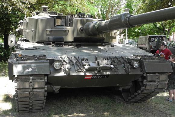 """Leopard, """"Leopard 2"""" """"Leopard 2A4"""", """"Austrian Armed Forces"""", """"Austrian Army"""", """"österreichisches Bundesheer"""", Bundesheer, """"Heeresgeschichtliches Museum"""", """"Military Museum Vienna"""", Panzerhalle, KMW, """"Kr"""