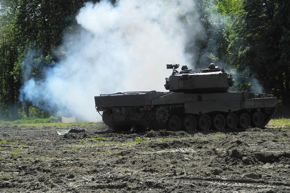 """Kpz, Kampfpanzer, """"76mm Wurfanlage Typ Wegmann"""", """"Austrian Armed Forces"""", """"Austrian Army"""", """"Burstyn Kaserne"""", KMW, """"KMW KRAUSS MAFFEI WEGMANN"""", """"KRAUSS MAFFEI WEGMANN"""", """"Leopard 2"""", """"Leopard 2A4"""", Pan"""